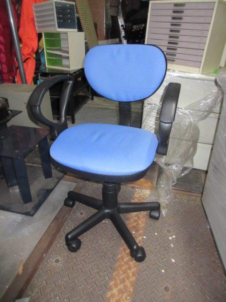 事務椅子 オフィスチェア 肘掛 ブルー 回転いす 高さ調節 少し毛玉 450x600