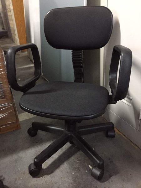 肘折オフィスチェアー キャスター回転椅子 450x600