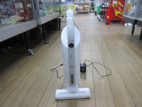 SANYO サンヨー コードレスクリーナー 2010年製 SC YM1w 20×13×46 動作済 汚れ 600x450