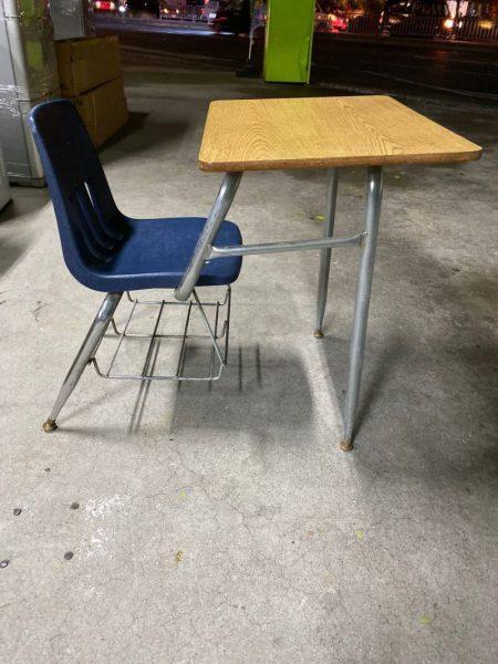 アメリカスクール 机椅子一体型 60X78X70 450x600