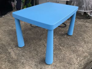 IKEA MAMMUT キッズテーブル マンムット イケア 子供用 水色 300x225